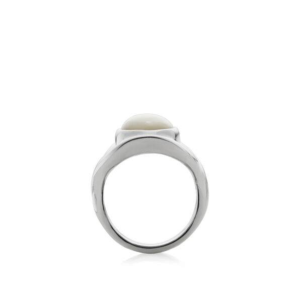 Oval Ring - Mother of Pearl - Size 9